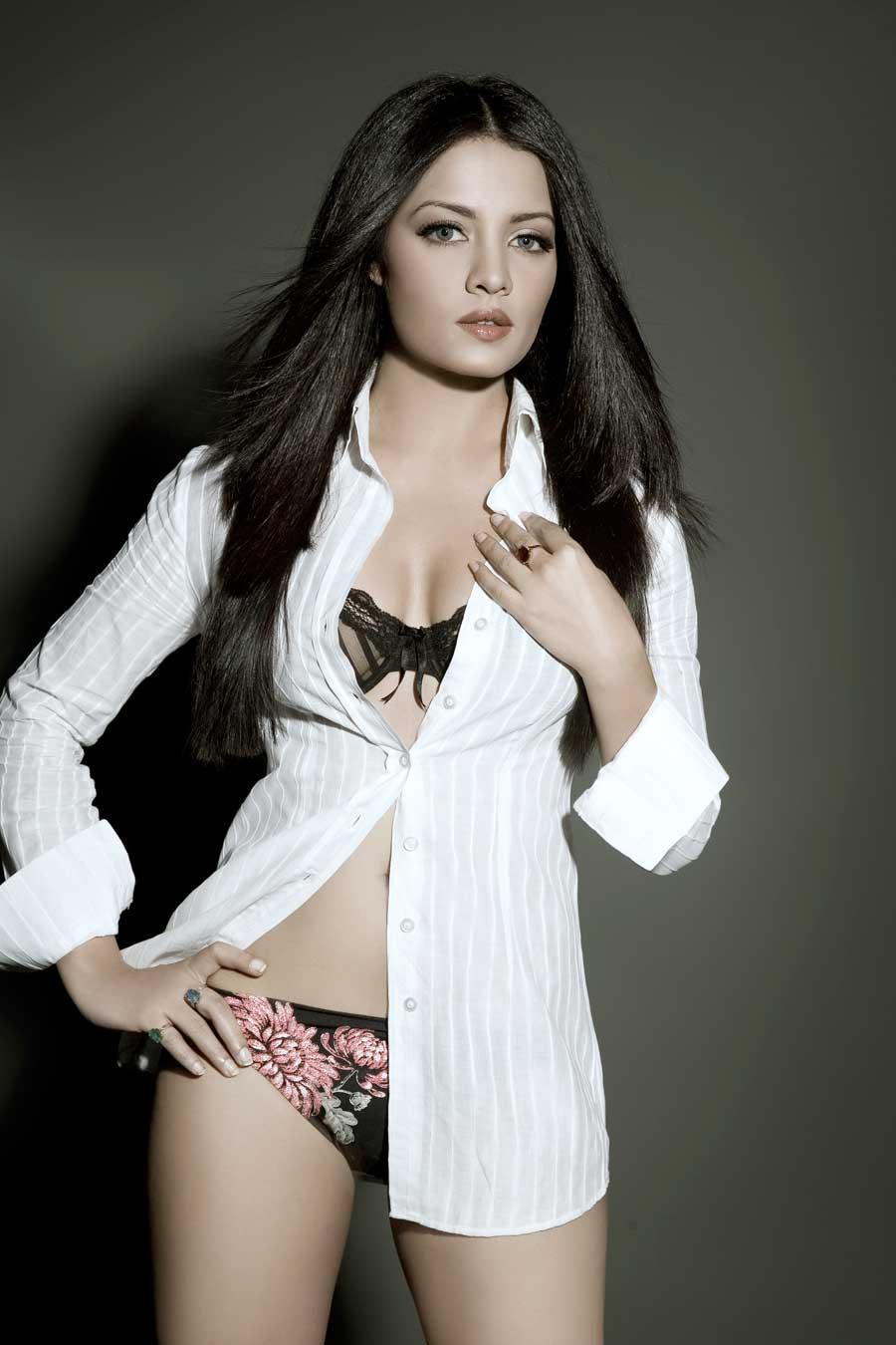 Celina Jaitley Hot Pics