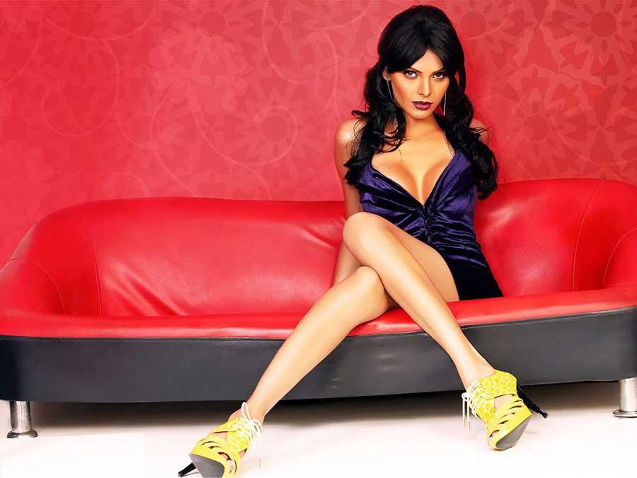Sherlyn Chopra Hot Cleavage Pics