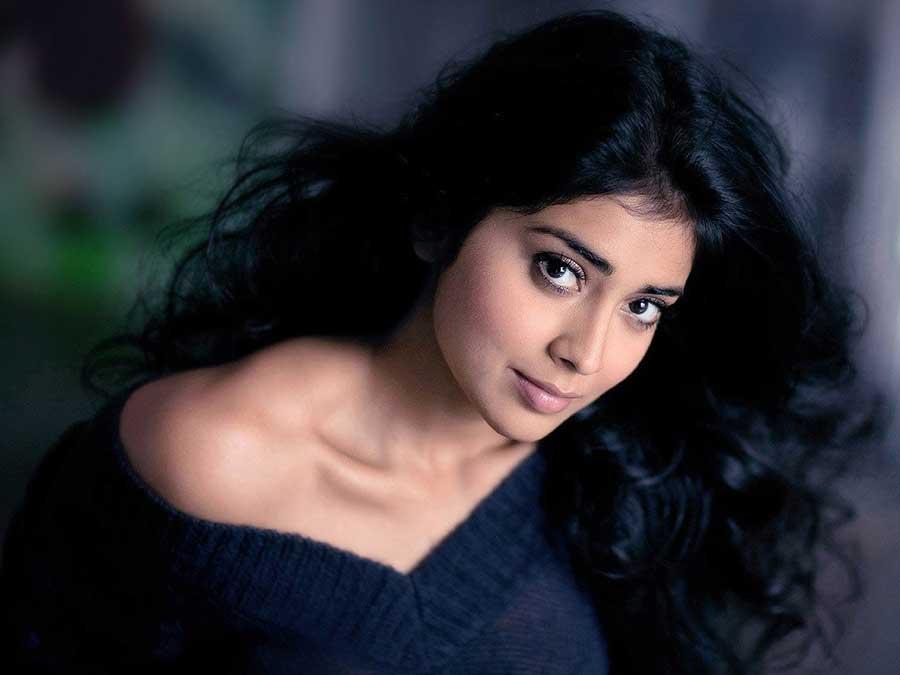 Facebook Covers For Shriya Saran • PoPoPics.com