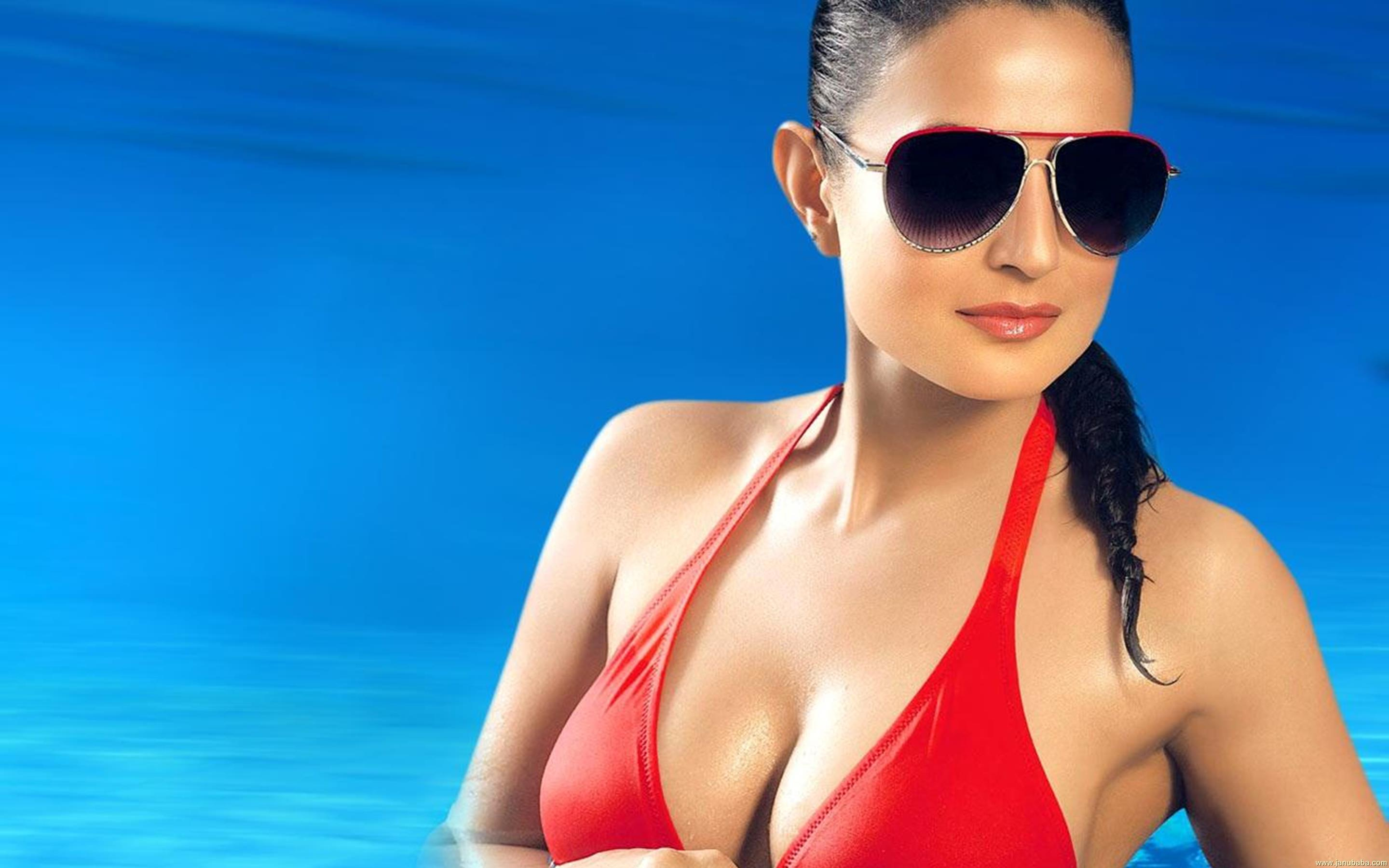Ameesha Papael Ka Saxy Nangi Photo: Facebook Covers For Ameesha Patel [13-24] • PoPoPics.com