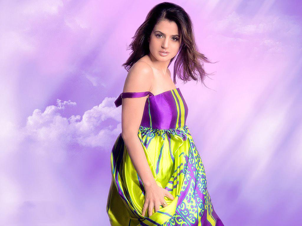 Ameesha Patel HD Wallpapers • PoPoPics.com
