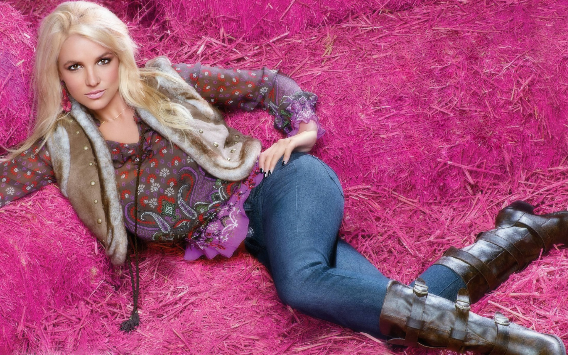 Britney Spears Pink wallpaper• PoPoPics.com