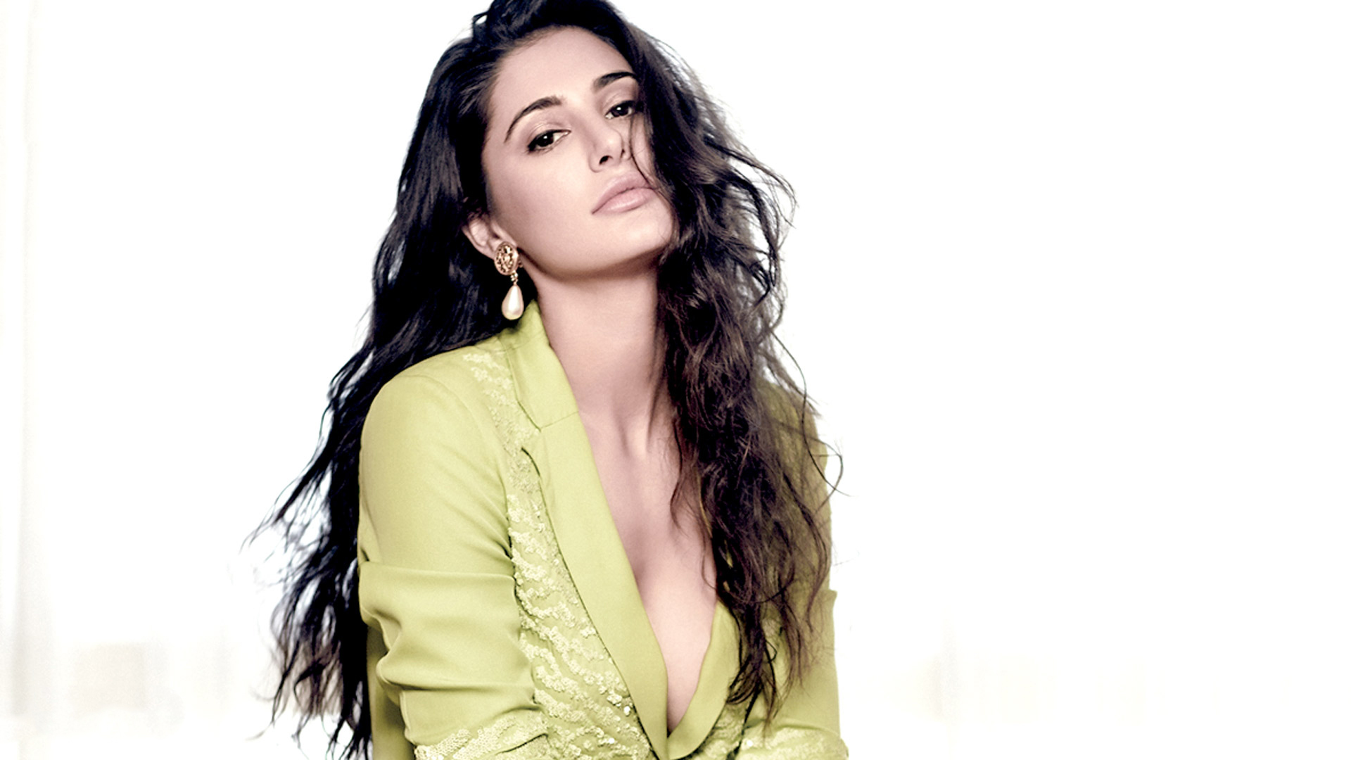 Celebrities Hd Wallpaper Download Nargis Fakhri Hd: Nargis Fakhri Latest Unseen Cleavage HD Wallpapers