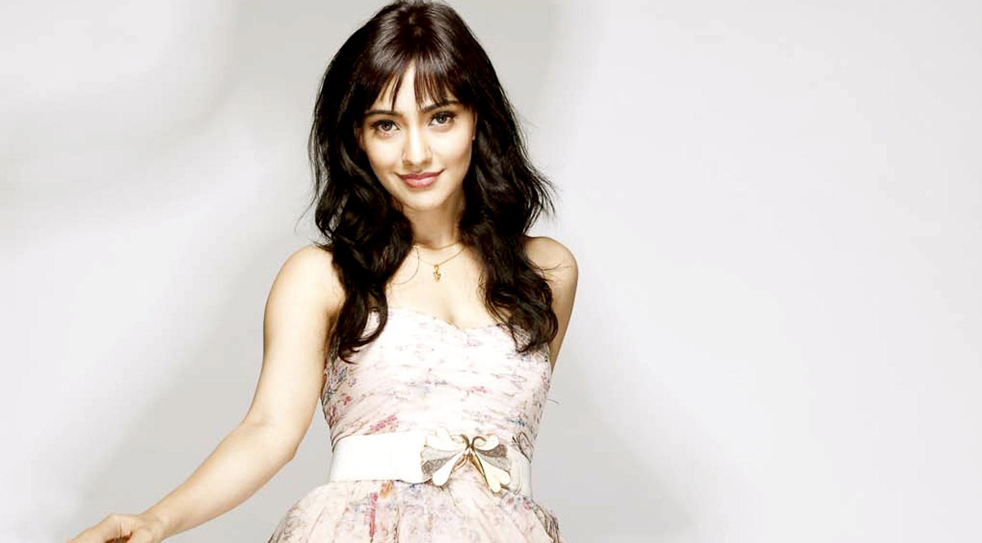 Neha Sharma Cute Hd Pics - Facebook Cover - PoPoPics.com