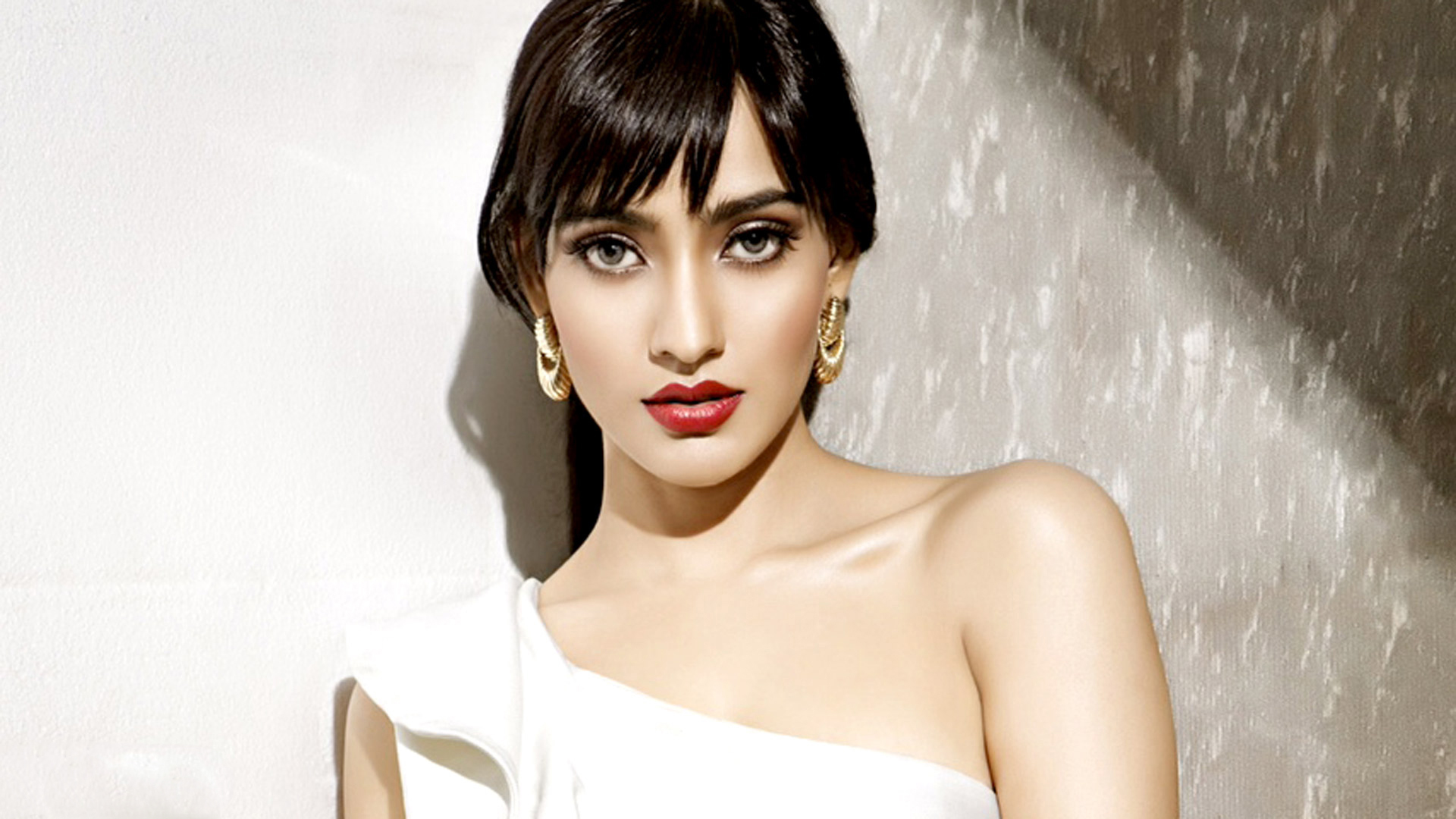 Neha Sharma Latest Gorgeous Wallpapers