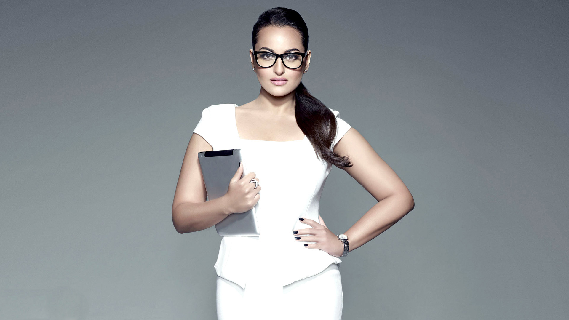 sonakshi sinha new classy wallpapers   facebook cover