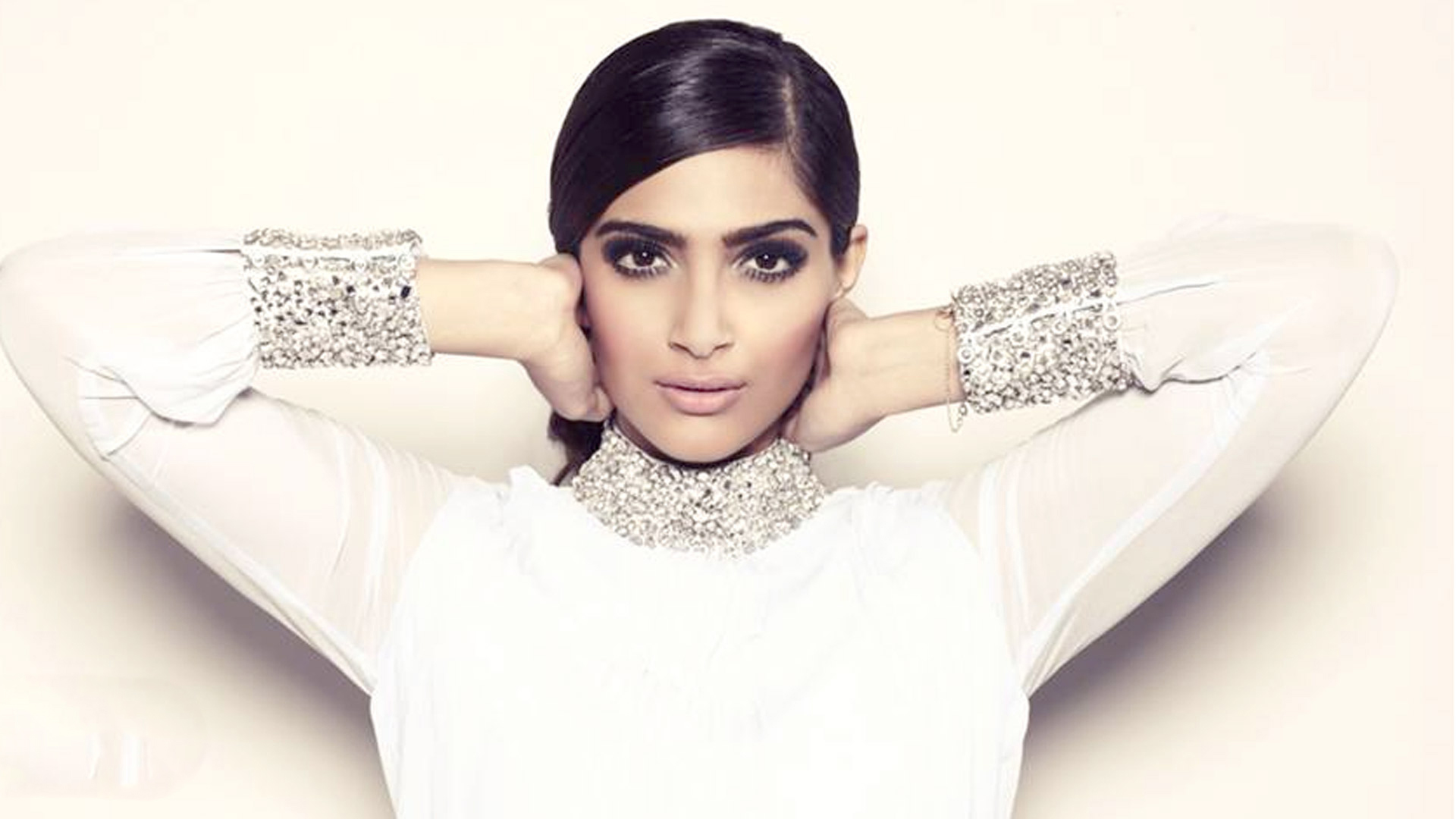 Sonam Kapoor Hd Wallpapers 1080p Facebook Cover Popopicscom