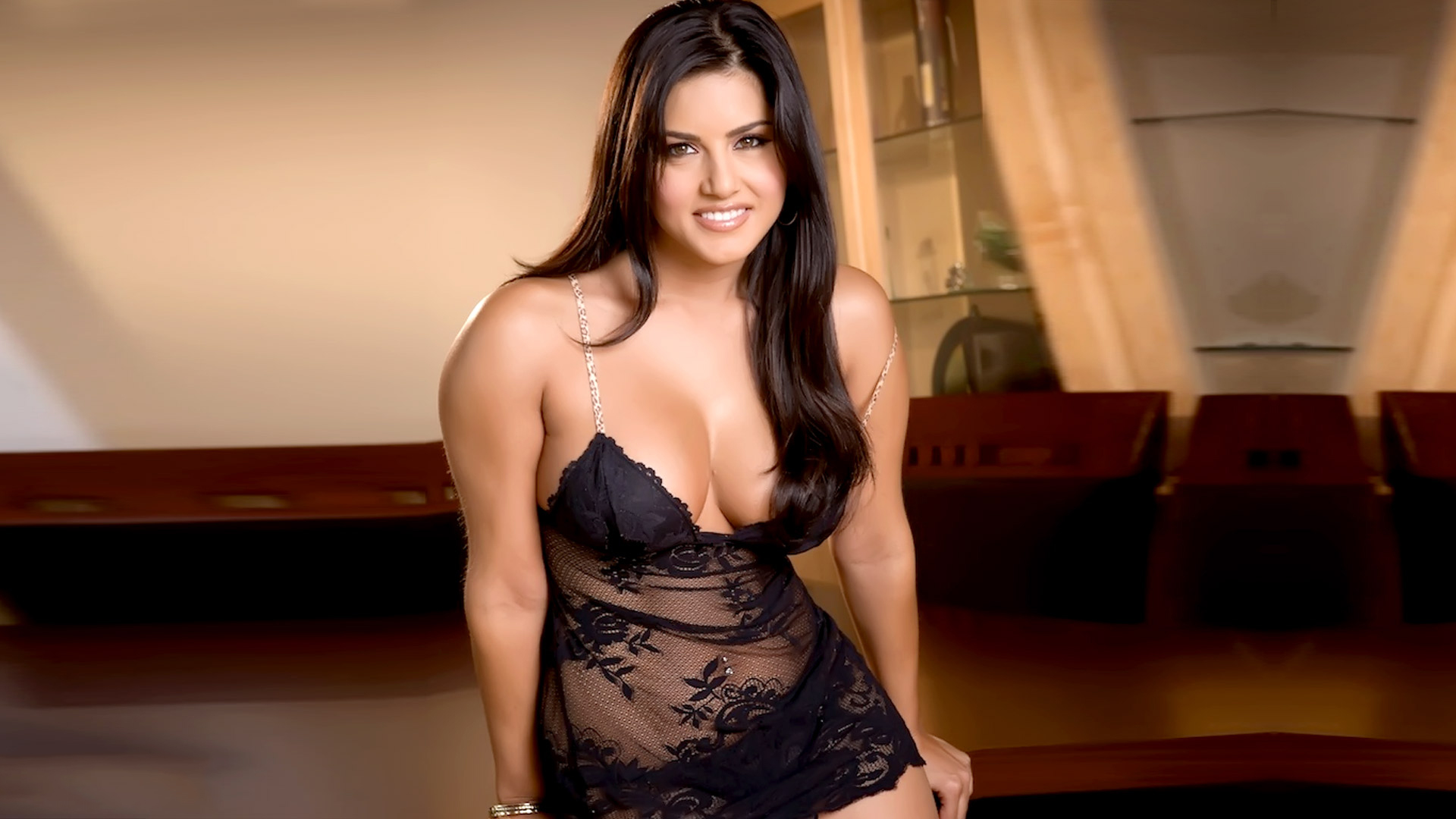 sunny leone stunning cleavage and sizzling new photos • popopics