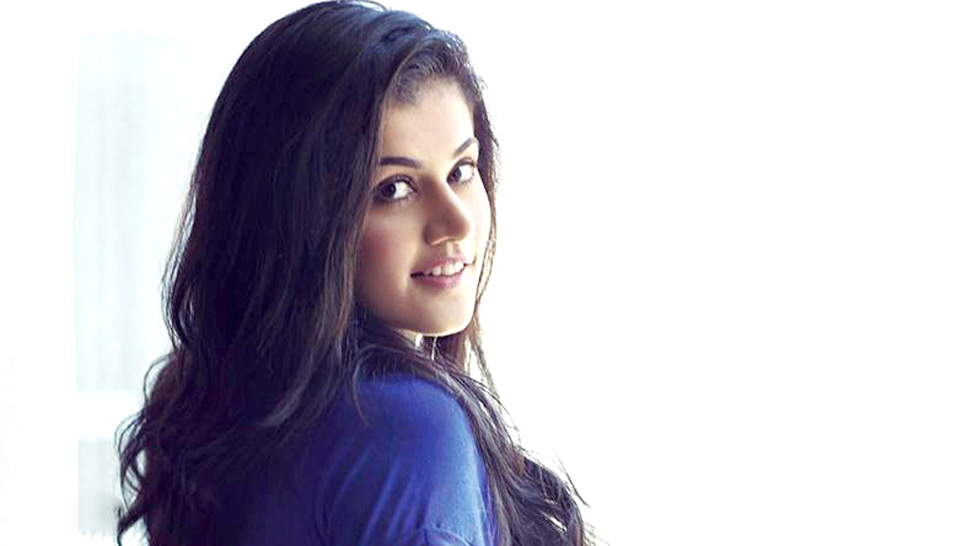 taapsee pannu new sweet hd pics   facebook cover
