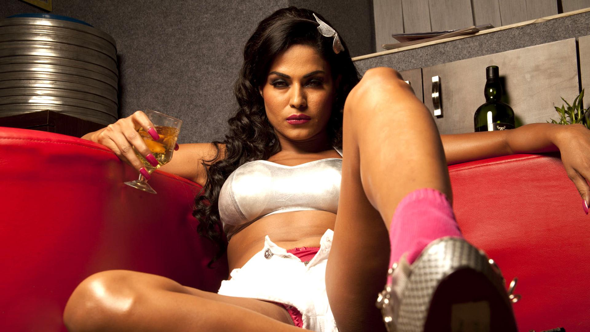 Hot Babi saree open HD photo