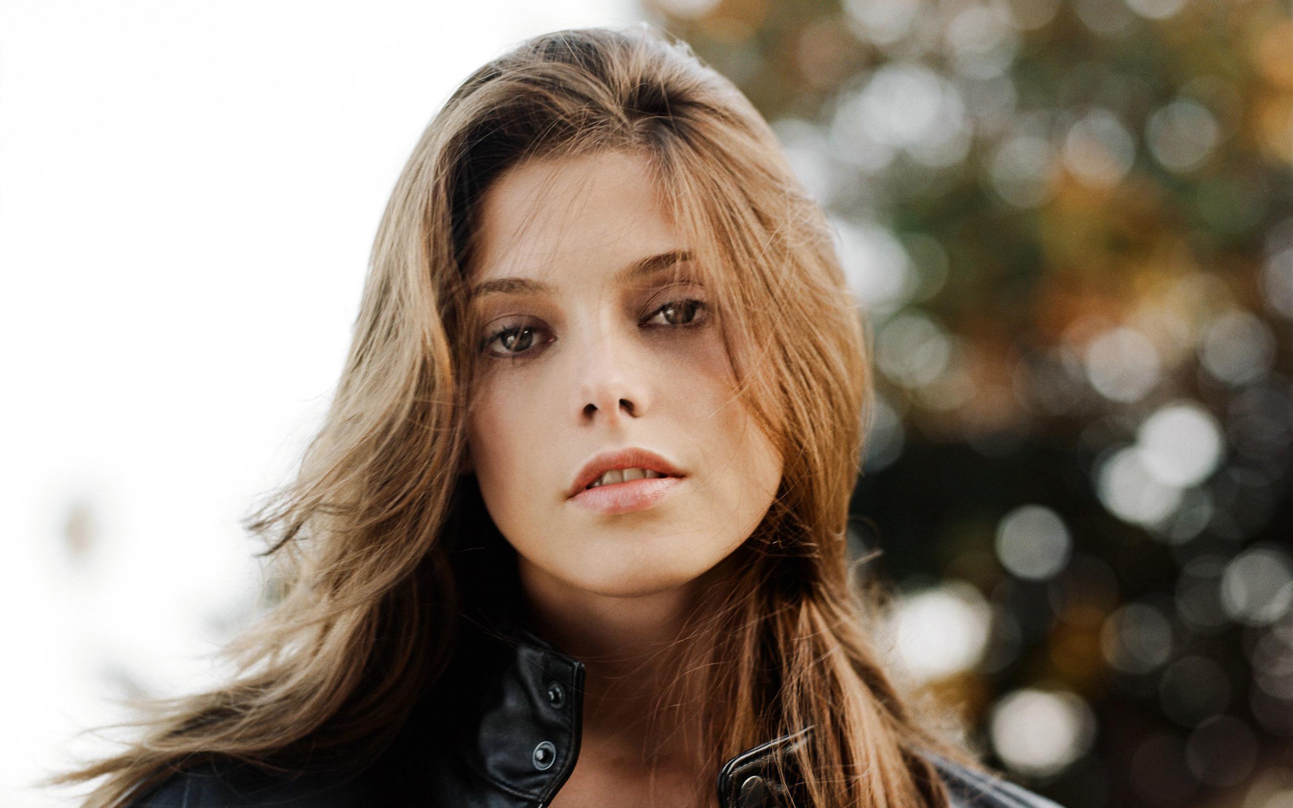 Ashley Greene Beautifu...