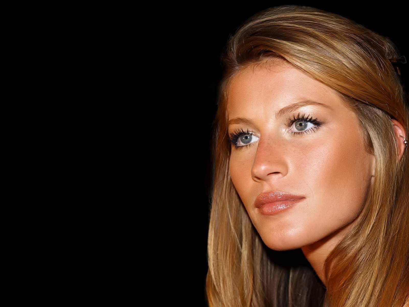 Gisele Bundchen New Images - Facebook Cover - PoPoPics.com Gisele Bundchen Facebook