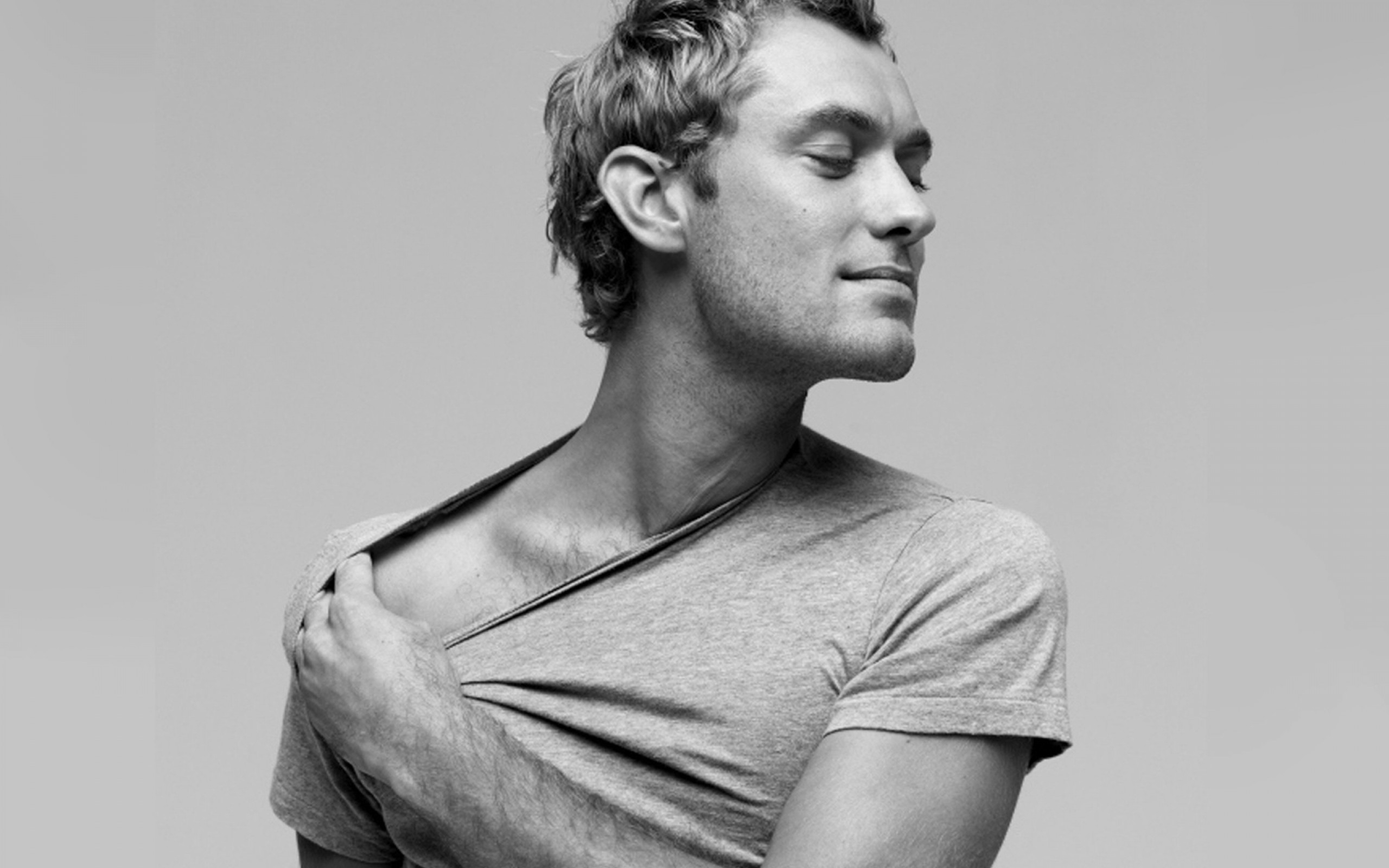 Jude Law T Shirt Image...