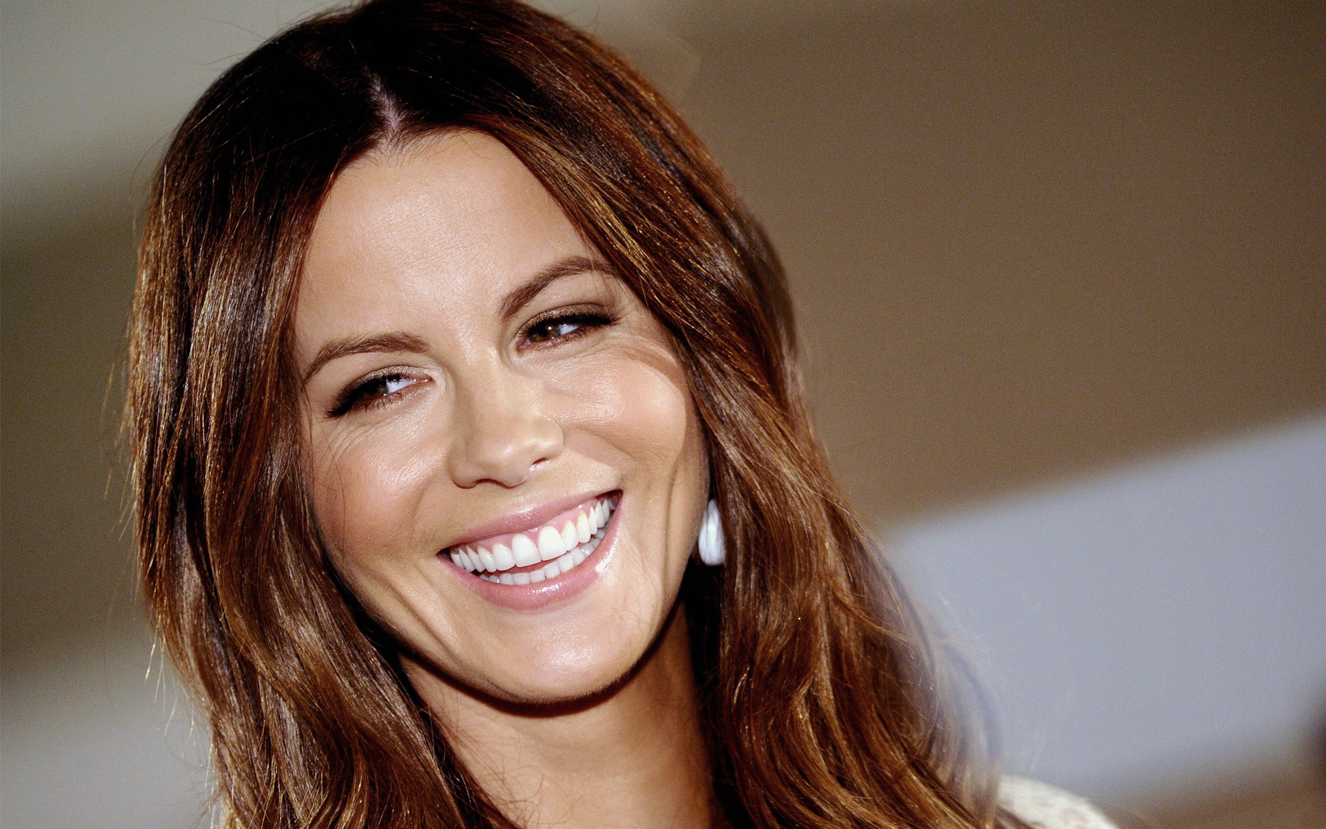 Kate Beckinsale Laughing Images• PoPoPics.com Kate Beckinsale