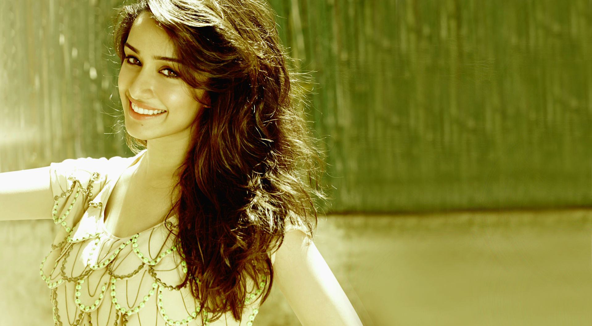 Shraddha Kapoor Cute Smile • PoPoPics.com